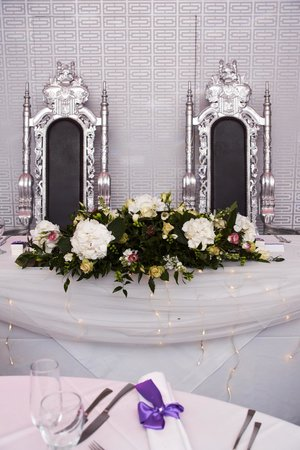Brackenborough Hotel: His & Her thrones - Tennyson Suite