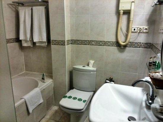 Hotel Florida: Baño-1