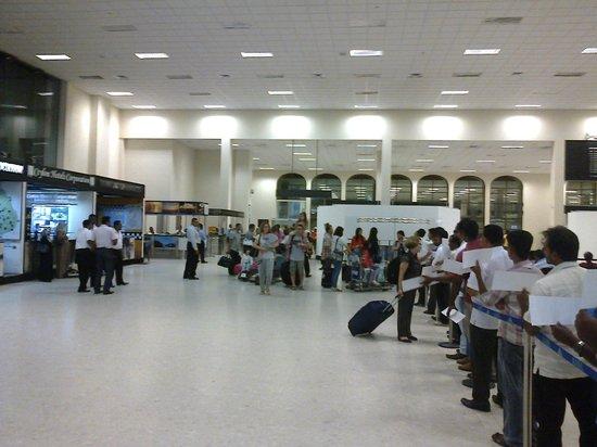 Tuk Tuk & Taxi Tours: im waiting in the katunayake airport.well come to sri lanka