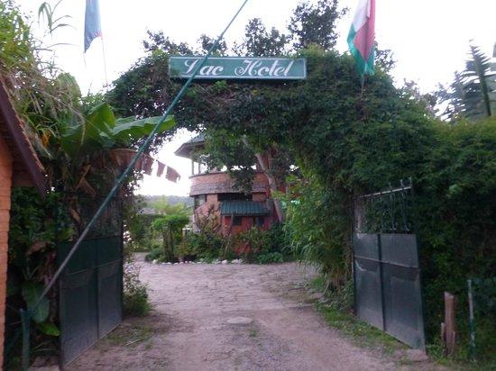 Lachotel: Entrée principale de l'hotel