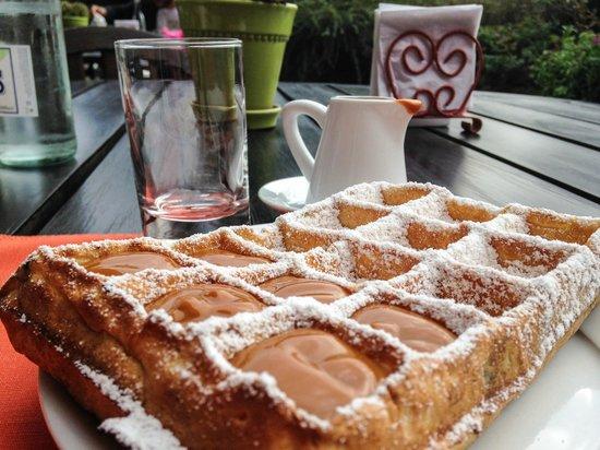 L'Auberge: Waffle com doce de leite