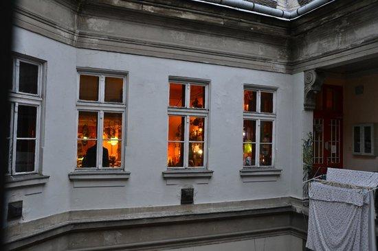 Lavender Circus Hostel: esterno