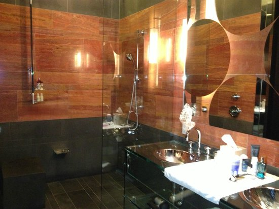 Andaz 5th Avenue: Our amazing bathroom