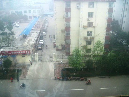 365 Tianyi Chain Hotel Heze Huaying Road: View from the room