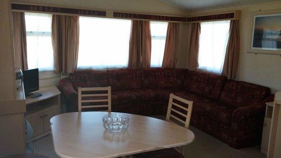 Widemouth Bay Caravan Park: Living room/Dining area