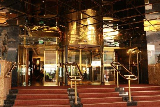 Britannia International Hotel: Vista de fora da entrada do hotel