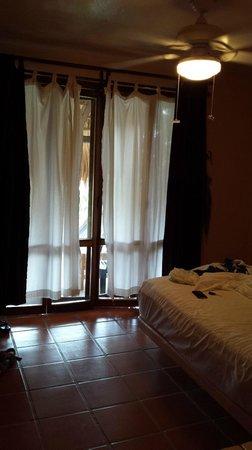 Agua Azul La Villa: Двери в номер имеют москитную сетку