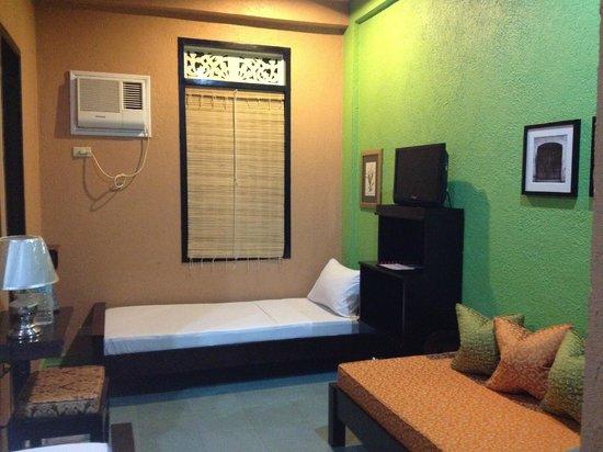 Purple Fountain  Inn: 2 more single beds