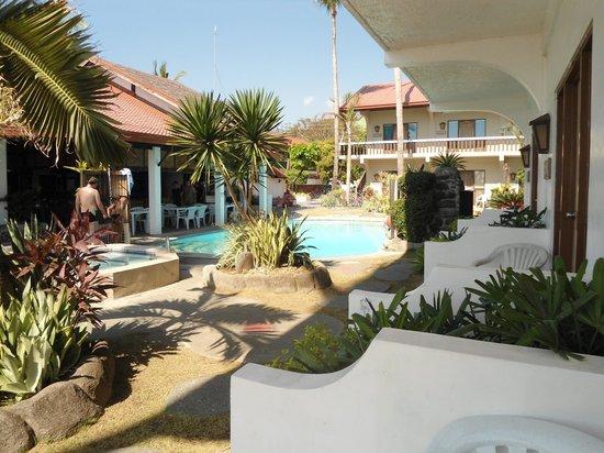 Coral Beach Club: The pool