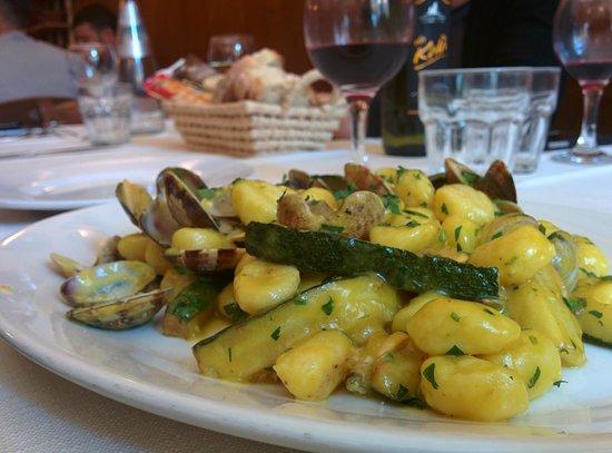 Cacio e Cocci : Gnocchetti vongole, zucchine e zafferano