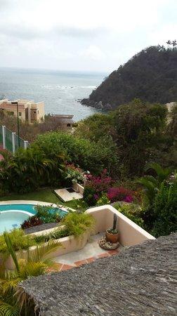 Agua Azul La Villa: Вид с виллы на берег моря внизу