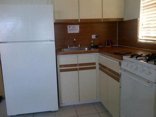 La Siesta Resort & Marina: kitchen - - not as advertised