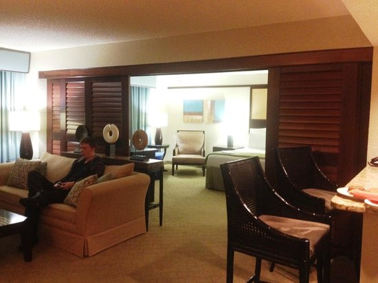 Doubletree by Hilton Orlando at SeaWorld: View in to the bedroom