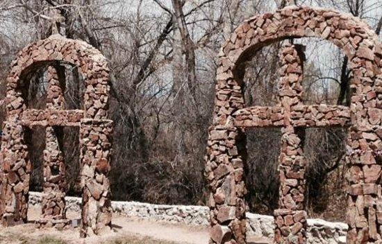 El Santuario de Chimayo: East Gardens
