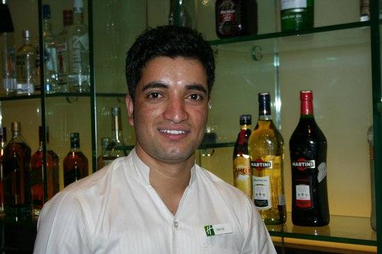 Holiday Inn Amritsar Ranjit Avenue: Bar Holiday inn staff