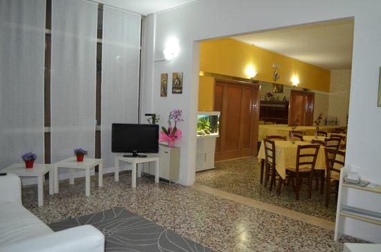 Hotel Estrellita : sala lettura/giochi