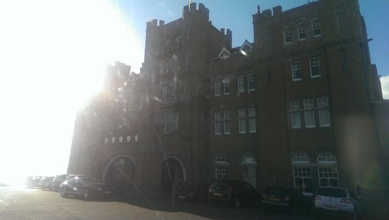 Camelot Castle Hotel: Pulling up to the hotel