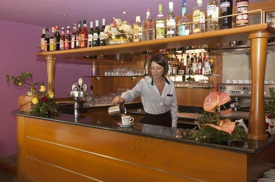 Hotel Dore: Servizio bar