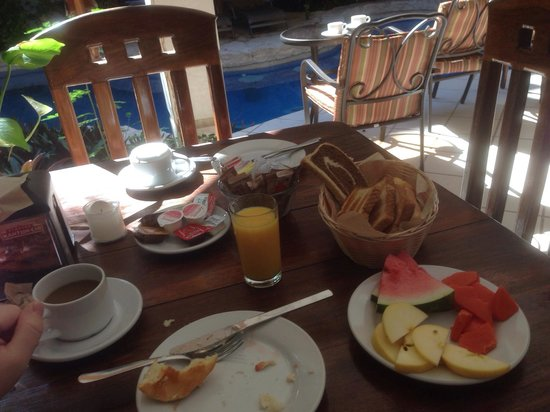 Hotel Hul-Ku: Continental breakfast is very good.  Coffee was very watery but the bread and fruit selection ma
