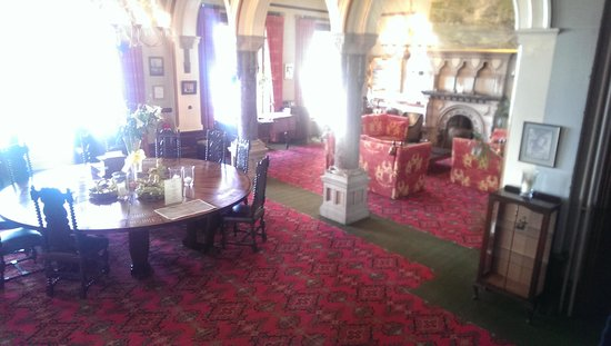 Camelot Castle Hotel: The Lounge