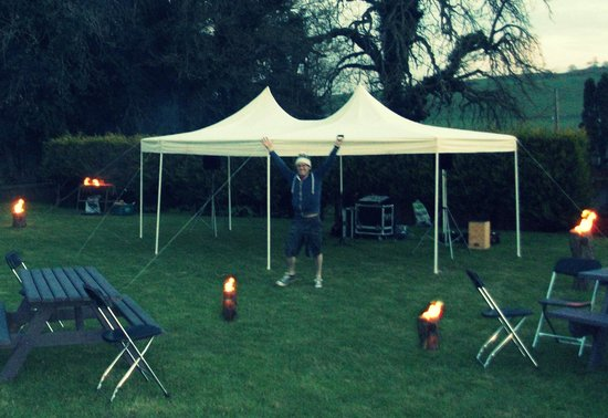Slane Farm Hostel: Marquee at the campsite