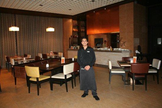 Holiday Inn Amritsar Ranjit Avenue: Restuarant