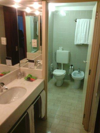 Hotel Eurosol Leiria: banheiro