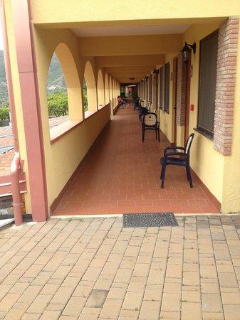 A Nuciara Park Hotel & SPA: Ingresso camere piano terreno