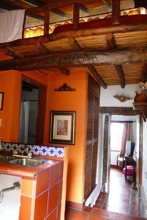 Posada El Encanto: Family room with loft accommodation, bathroom, sink, fridge, MBR