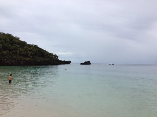 West Bay Beach : Best snorkeling = right along the cliff