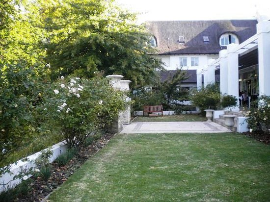 Le Franschhoek Hotel & Spa: Beautiful gardens at Le Franschhoek Hotel