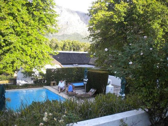 Le Franschhoek Hotel & Spa: Pool and gardens at French-style Le Franschhoek Hotel
