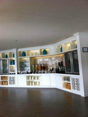 Outrigger Laguna Phuket Beach Resort : The Club