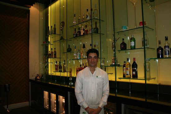 Holiday Inn Amritsar Ranjit Avenue: Bar man Sannie