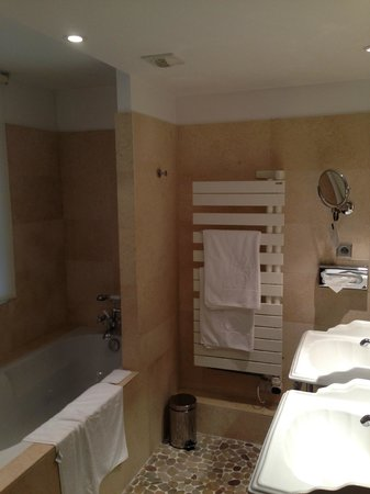 Hotel Cour du Corbeau Strasbourg - MGallery Collection: Bathroom Drying Rack