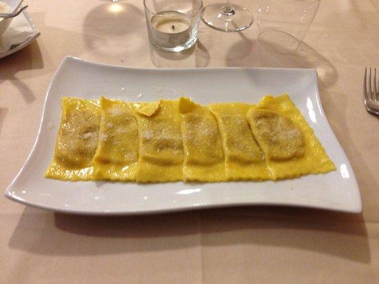 Osteria La Dispensa : Tortelli alla zucca burro e salvia