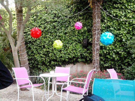 Hostal Horta Rosell: JArdin Terraza