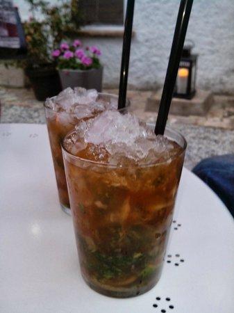 Hostal Horta Rosell: Bebidas en la terraza