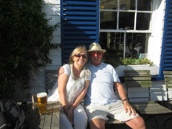 Chichester Arms: Relax time outside the Chichester Pub