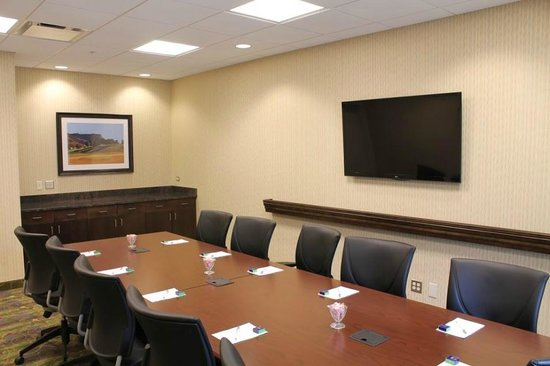 Hampton Inn & Suites Rochester / Henrietta: 12 person dedicated boardroom