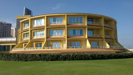 Mediterranean Azur Hotel: Трехэтажный круговой корпус