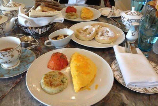 Four Seasons Hotel Doha: breakfast at Seasons Tea Lounge