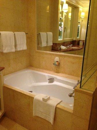 Four Seasons Hotel Doha: bathroom