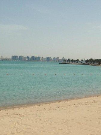 Four Seasons Hotel Doha: hotel beach area