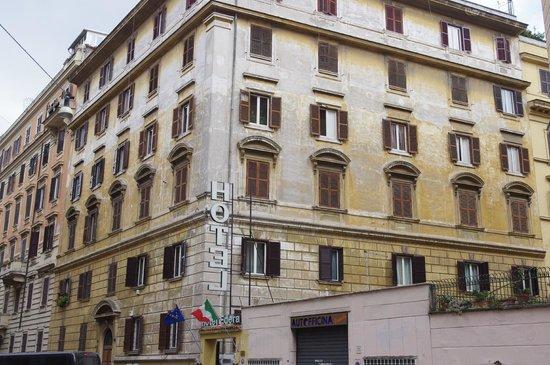 Edera Hotel: Poor exteriors