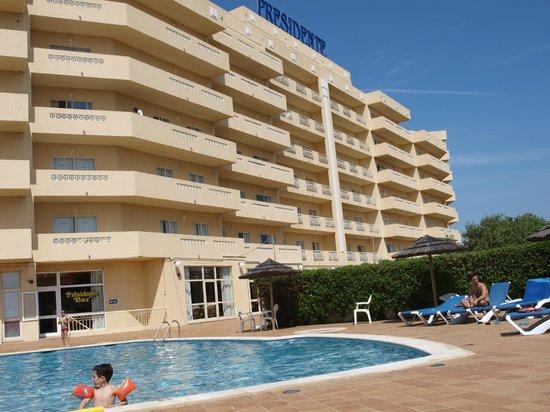 Presidente Apartamentos: HOTEL DESDE LA PISCINA