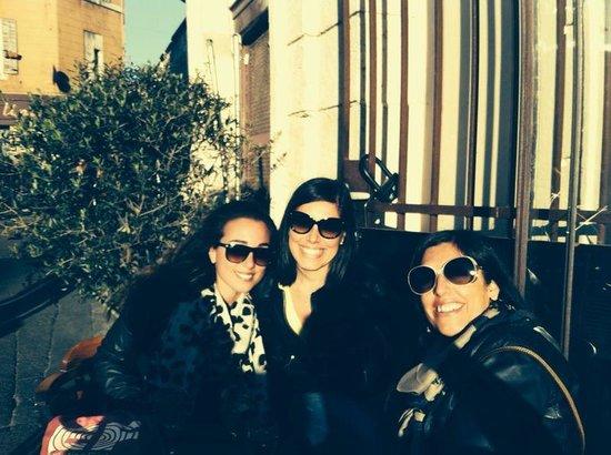 Bistrot l'Horloge : Italian girls