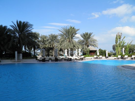 Hilton Dubai Jumeirah: vue de la piscine