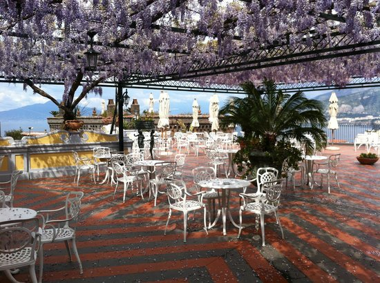 Grand Hotel Capodimonte: One of the many terraces..