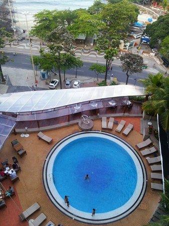 Sofitel Rio de Janeiro Copacabana: Piscina vista do quarto